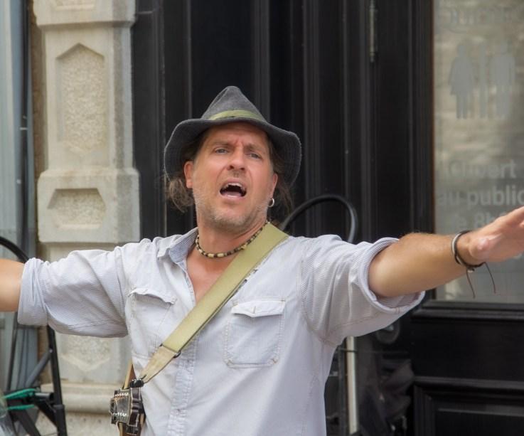 Street singer Quebec -3