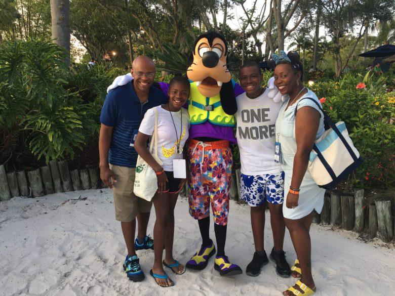 Bryants Meet Goofy #DisneySMMC #TyphoonLagoon #TomikaTalks