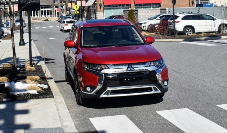 Mitsubishi Outlander SEL in the Valley Forge Shopping Ceter PA