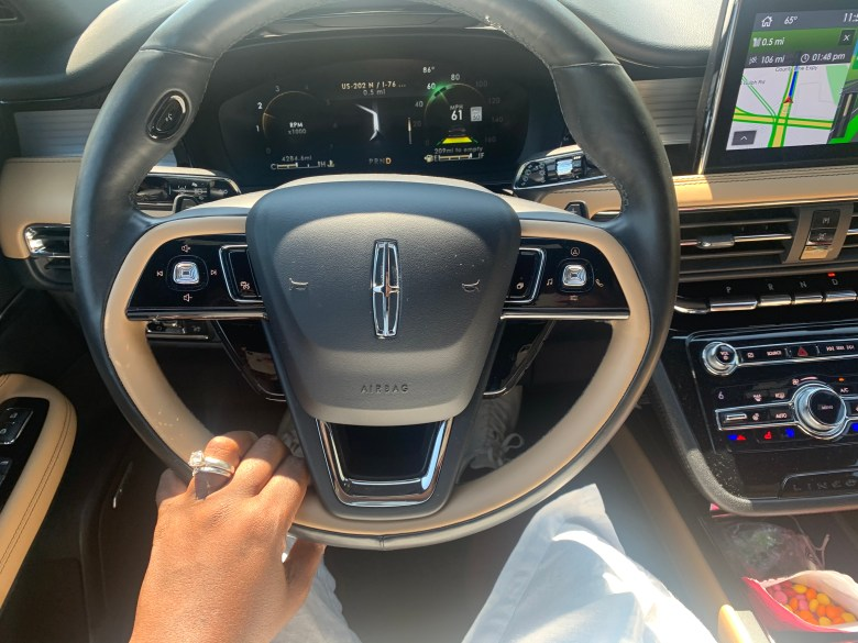 Lincoln Corsair offers comforts and convenience with a lots of tech options.