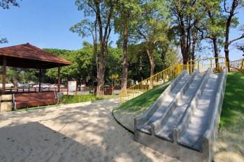 【台南景點】不用到郊區台南市區就有哈赫拿爾森林 草皮沙灘溜滑梯~~體育公園遊戲場