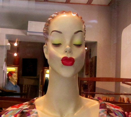 Mannequin Kissing