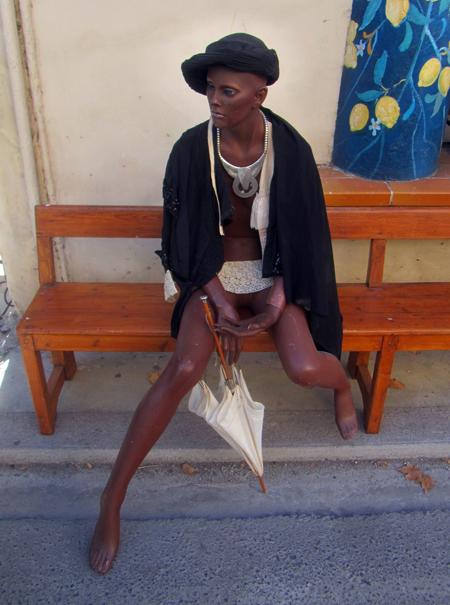 Mannequin Waiting