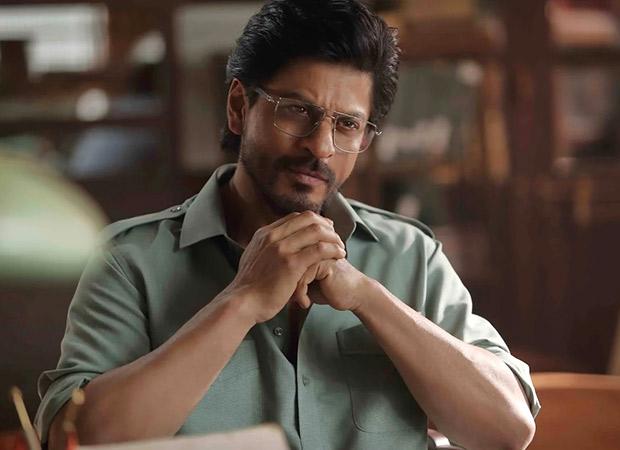 shah-rukh-khan-flaunts-his-specs-appeal