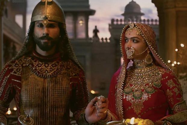 Shahid Kapoor, Deepika Padukone - enemy at the gates