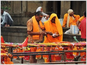 Maheshwar Kavad Yatra Couple