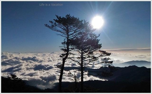 Sandakphu_Trek_Sunrise_Clouds