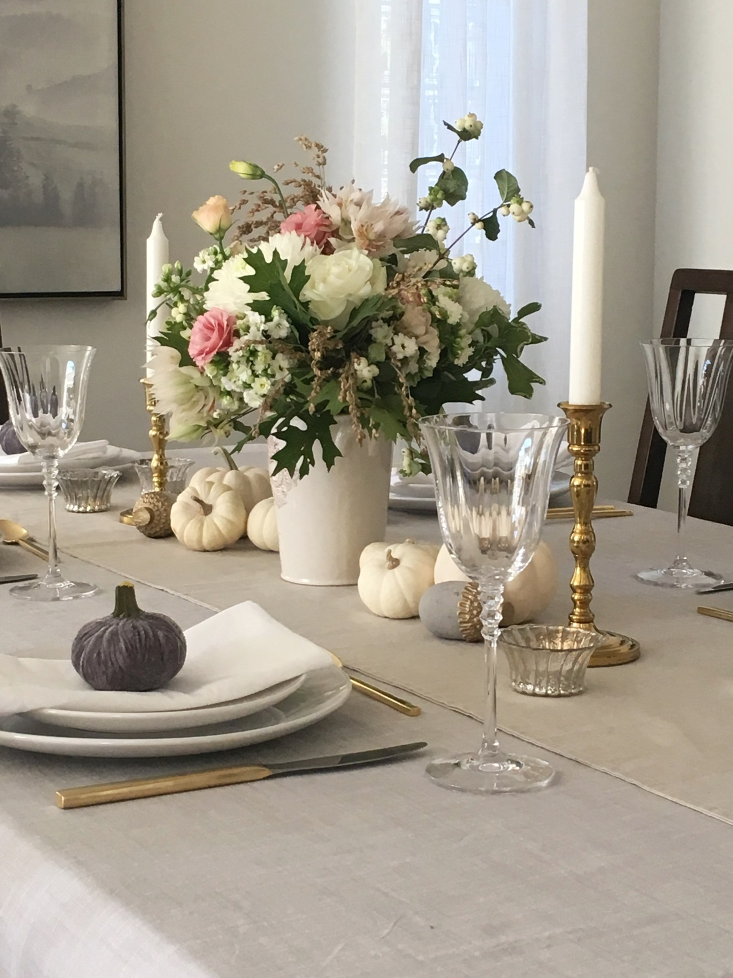 A Simple and Elegant Thanksgiving Tablescape