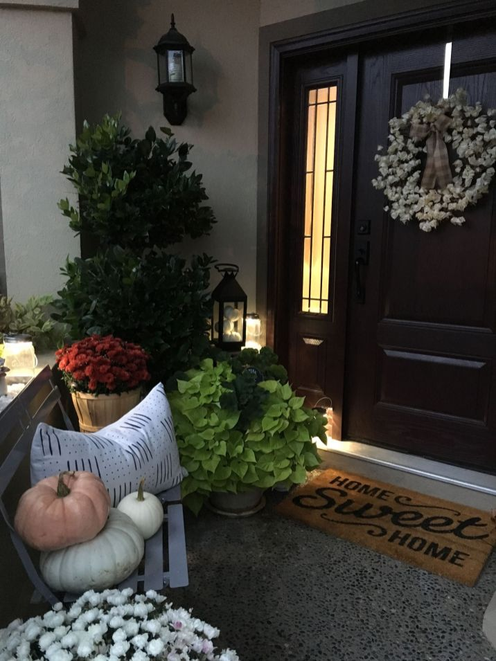 Simply Festive Fall Porch Decorating 19
