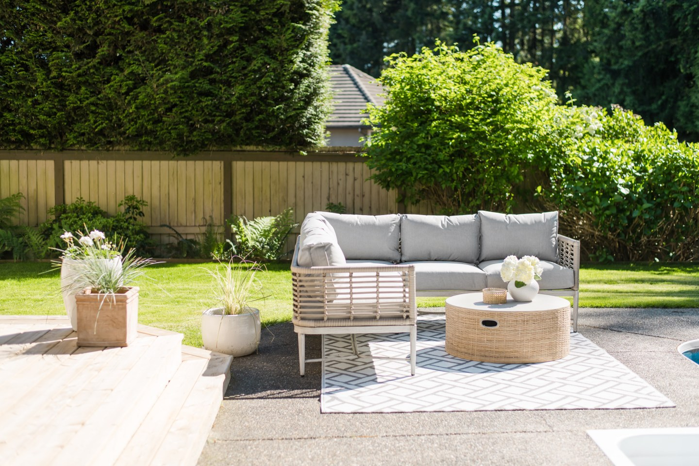 Casually elegant outdoor living space