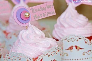 Rhabarber Marzipan Cupcakes mit kes mit Marshmallow Fluff