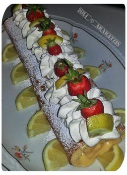 Limoncello Swiss Roll mit Lemon Curd Creme und frischen Erdbeeren von Maria A.