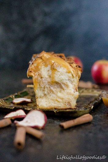 Apple Pull Apart Cake mit Apfelkaramell