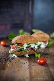 """Homemade Wasabi-""""Mayo"""" mit glutenfreiem Thunfischbrötchen"""