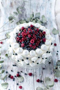Beerentorte - eine ruckzuck verzierte schwarz-weiß-Torte