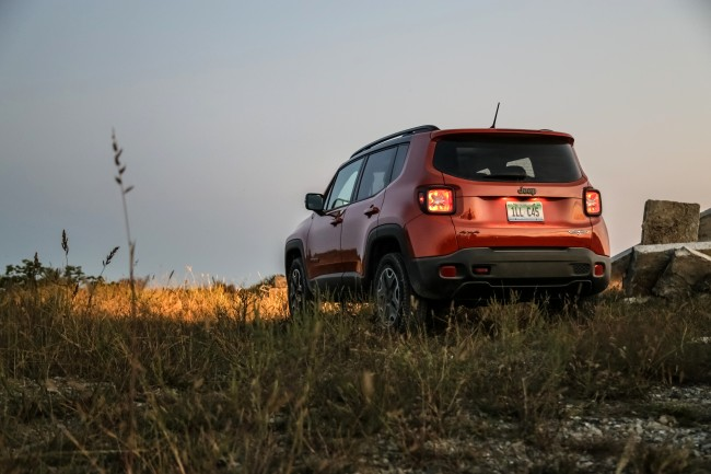 2015-jeep-renegade-trailhawk-rear