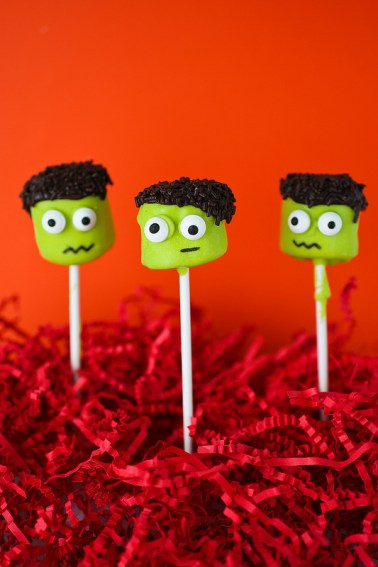 Easy Frankenstein Marshmallow Pops