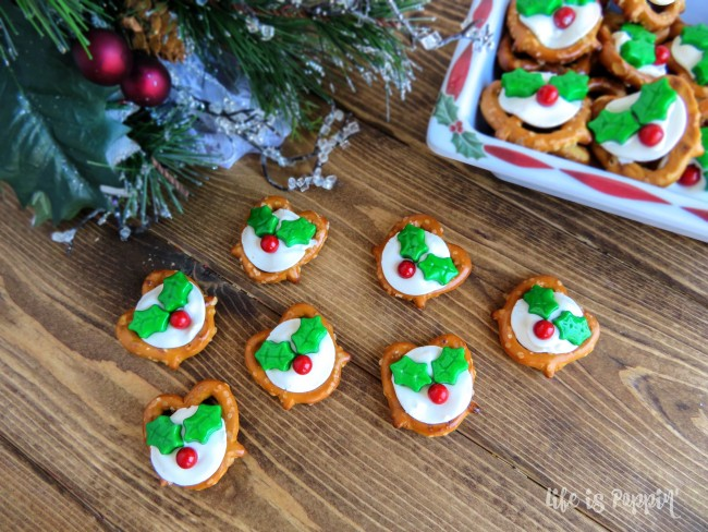 easy-holly-pretzel-bites-decorations-tree