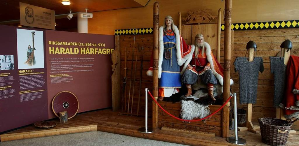 Visitors can dress like a Viking warrior and Viking king clothes are displayed and can be worn by visitors alongside the most models of the famous King Harald Fairhair. and his Queen Gyda