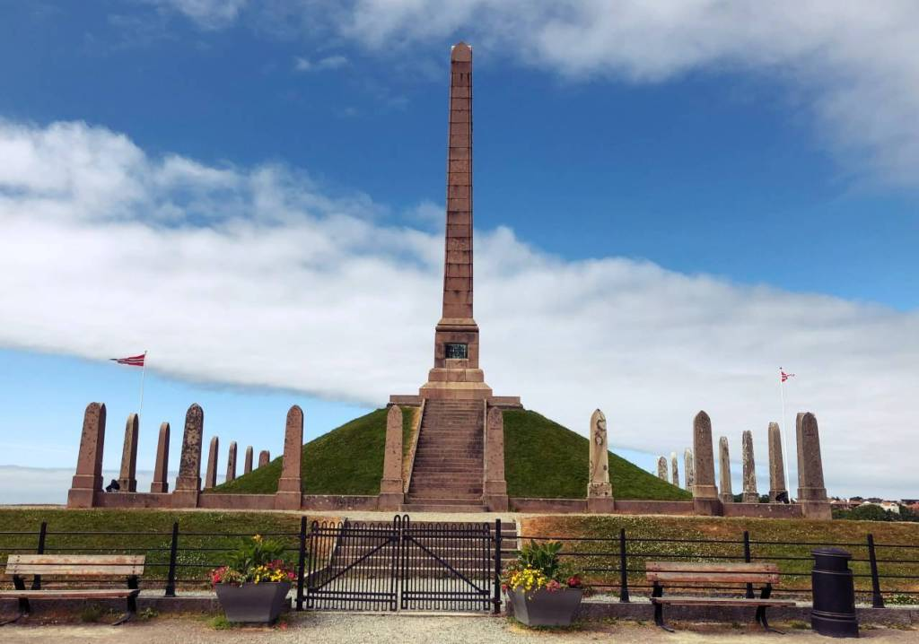 The National Monument in honour of Harald Fairhair at Haugsland - one singular obelisk in the middle with 27 granite stones about a fifth of the height around it