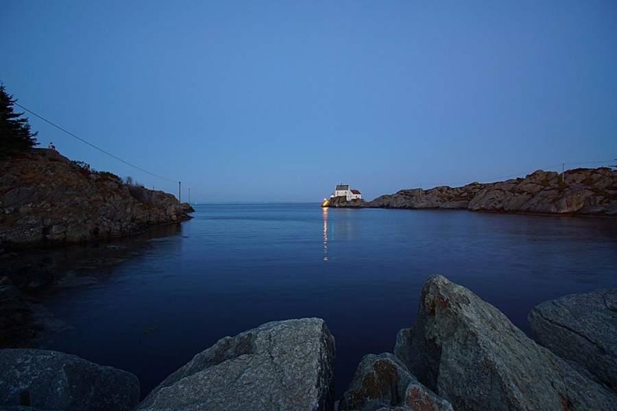Wide angle photo of a sea landscape
