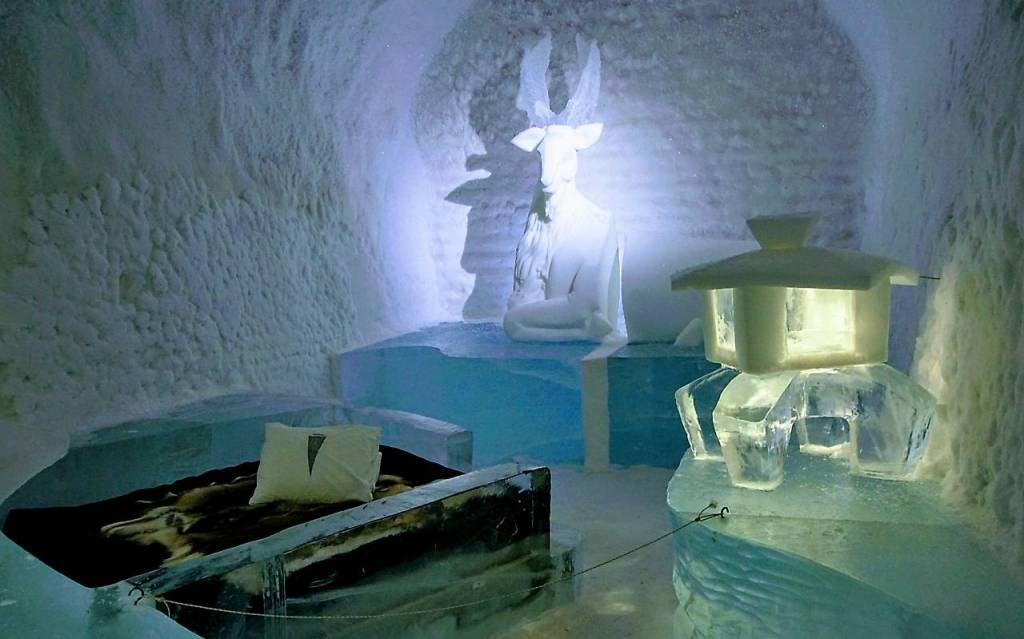 There is huge carved deer at the back of the room with carved ice lanterns adorning the rest. The bed in the middle is covered with reindeer fur.
