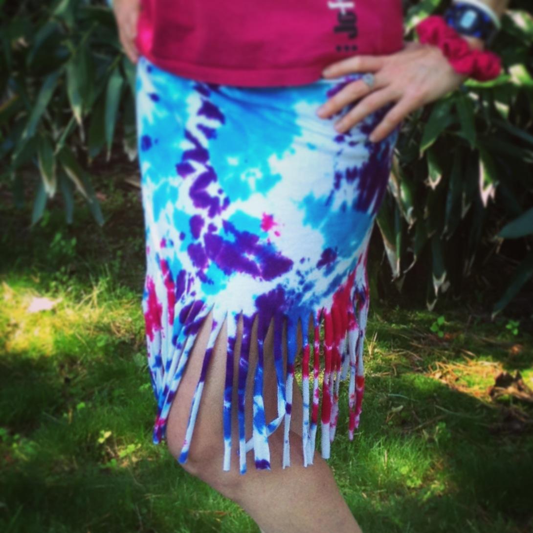 Shirt to Skirt: DIY Tshirt Cutting No Sew Project