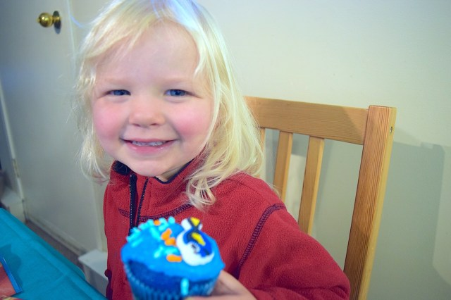 Making Finding Dory Cupcakes