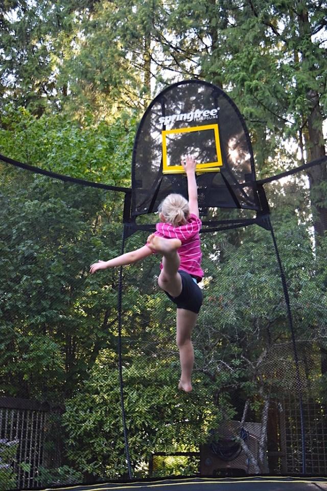 slamdunk-on-a-springfree-trampoline