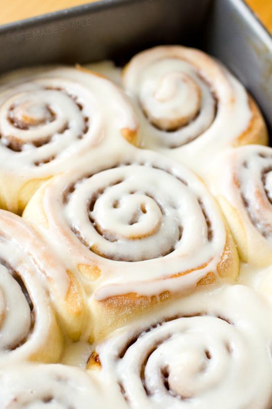 Quick cinnamon rolls with vanilla glaze