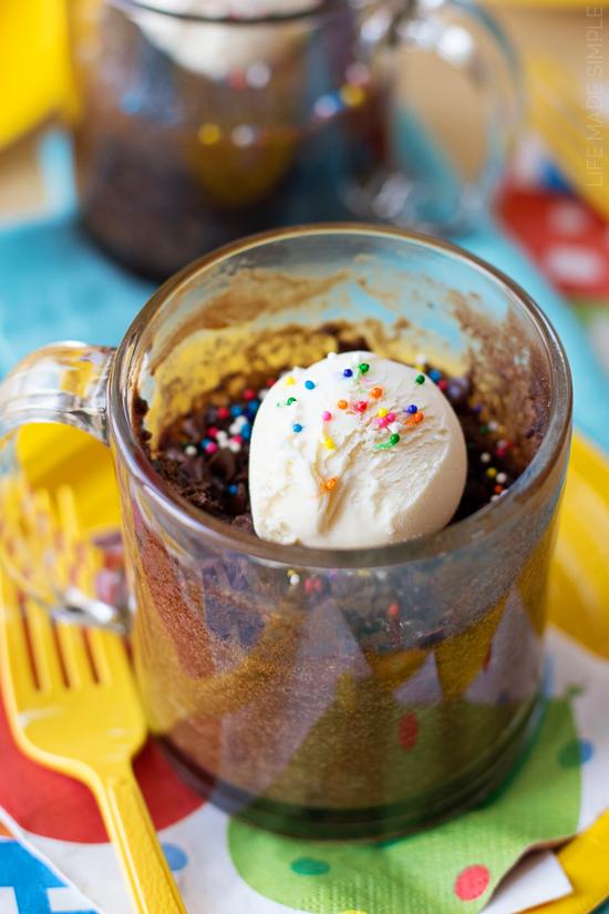 1 Minute Chocolate Mug Cakes
