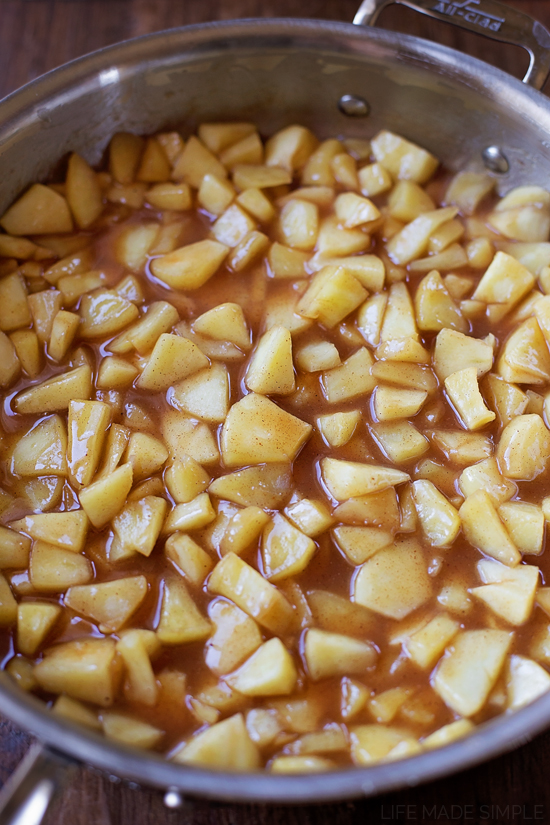 Cinnamon Apples in pan
