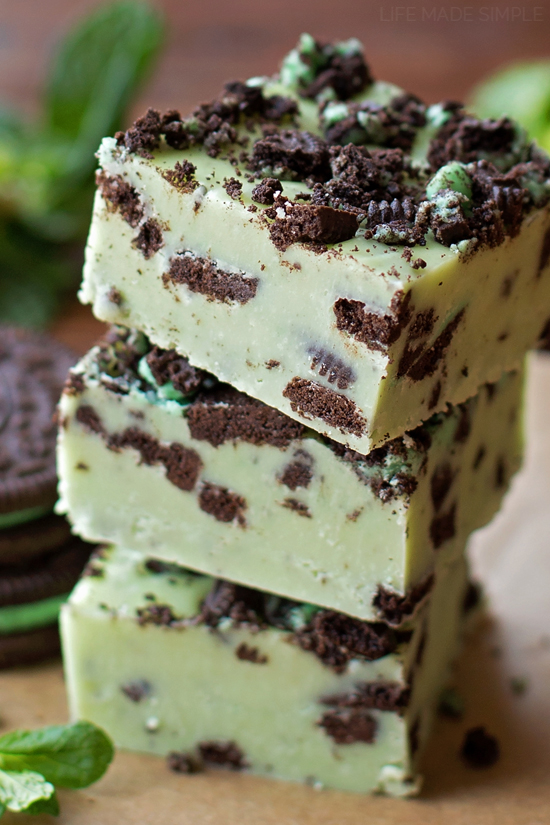 Mint Cookies and Cream Fudge | lifemadesimplebakes.com