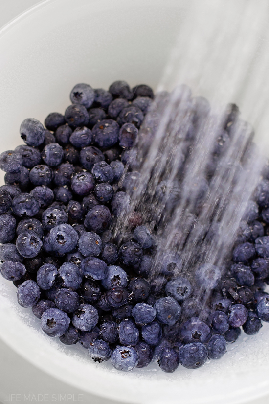 Washing fresh blueberries for blueberry crisp recipe
