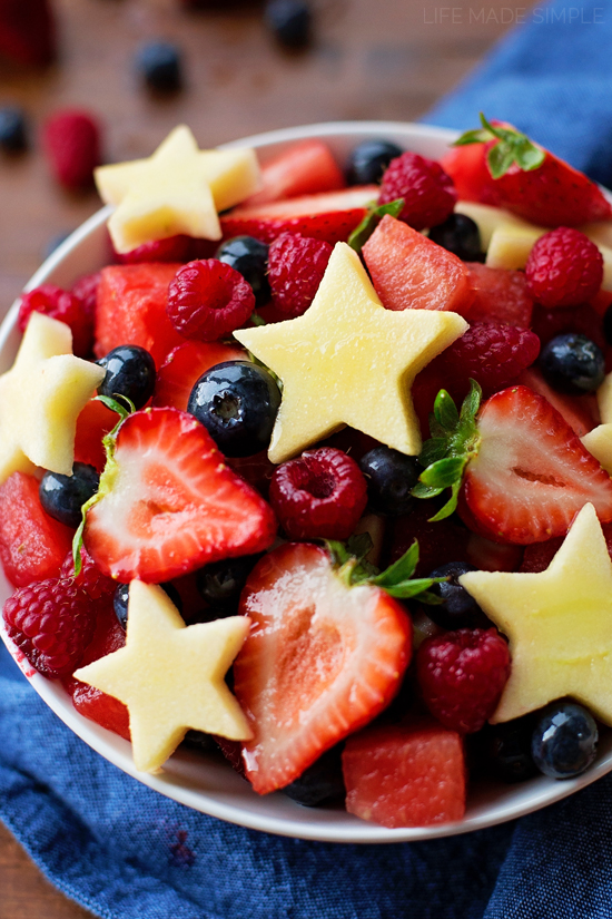 Red, White, and Blue Fruit Salad | lifemadesimplebakes.com