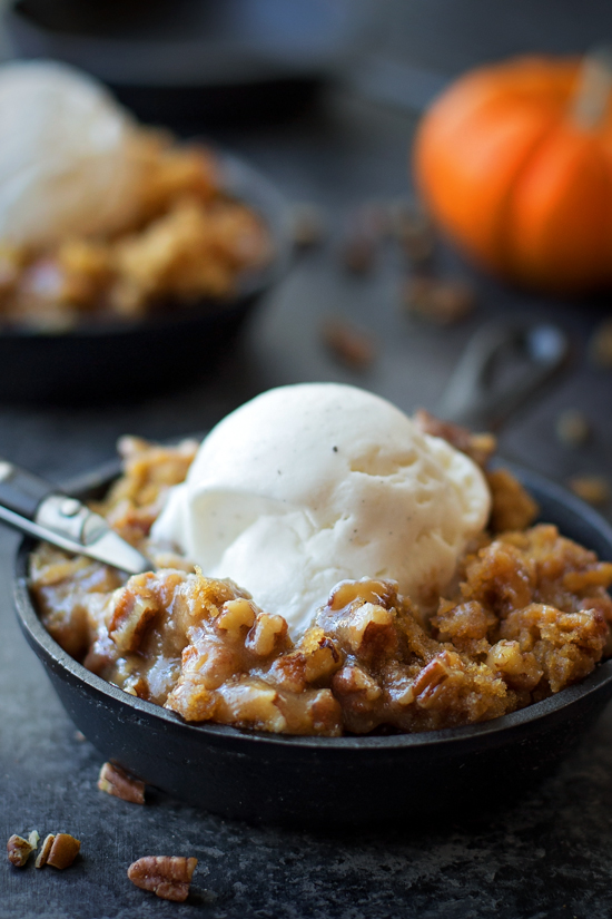 Pumpkin Praline Skillet Cake + How to Make Homemade Pumpkin Puree | lifemadesimplebakes.com