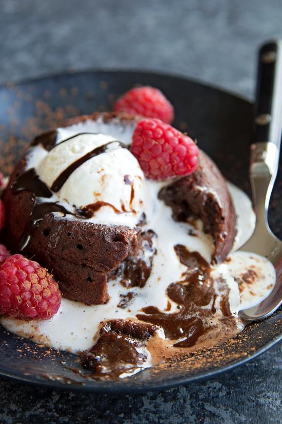 Chocolate Molten Lava Cakes | lifemadesimplebakes.com