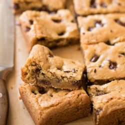 Coconut Oil Chocolate Chunk Cookie Bars | lifemadesimplebakes.com
