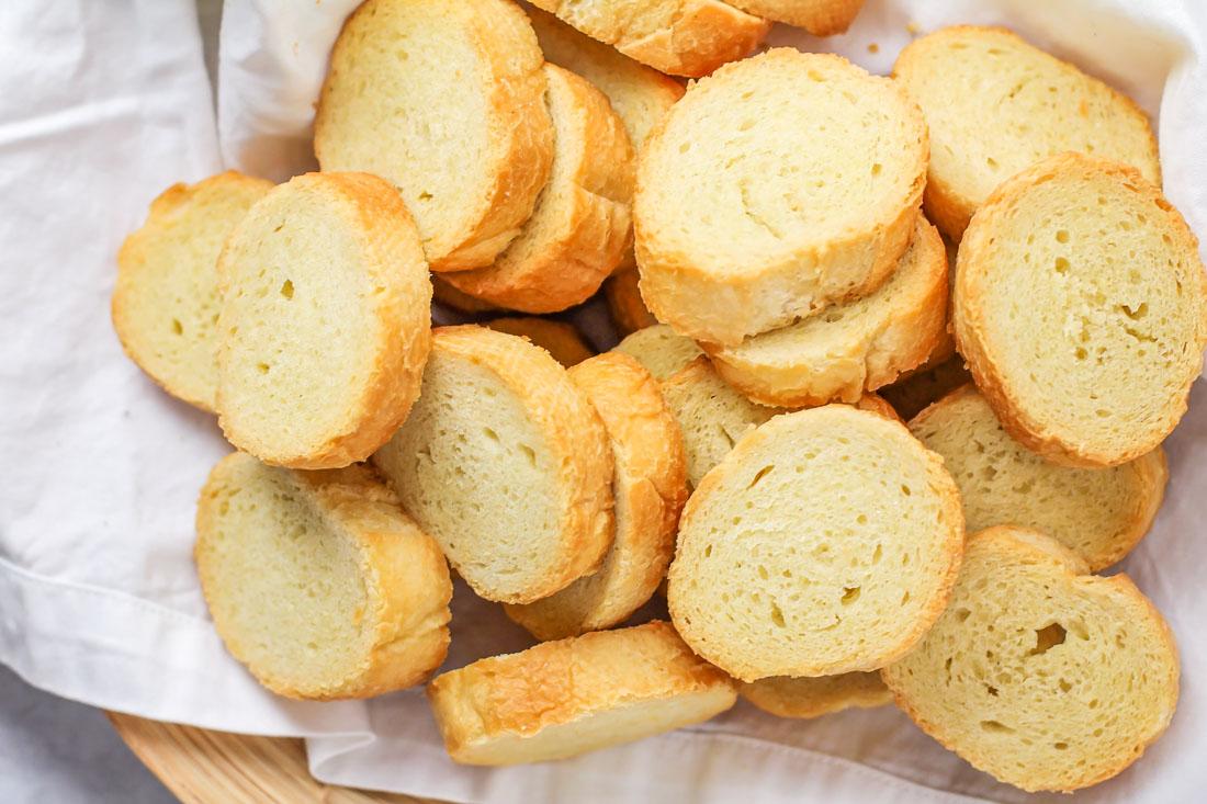 A basket full of crostini