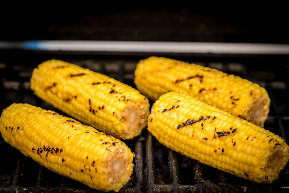 How to make Mexican corn on the cob using a grill
