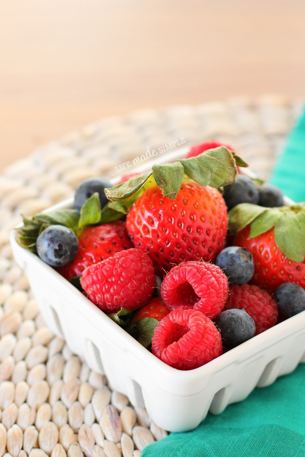 Strawberries, blueberries and raspberries in dish
