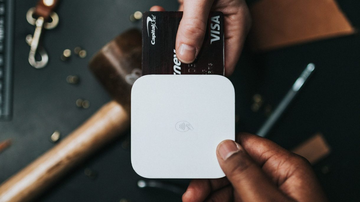 Life Media Production_content marketing tips for remote work_buying with card