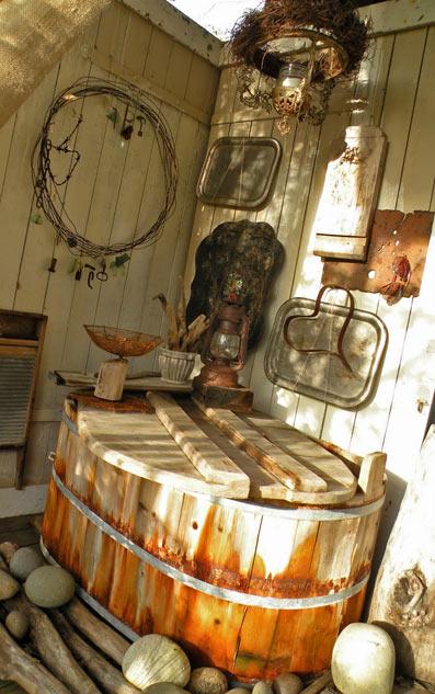 дачное декорирование из старых предметов