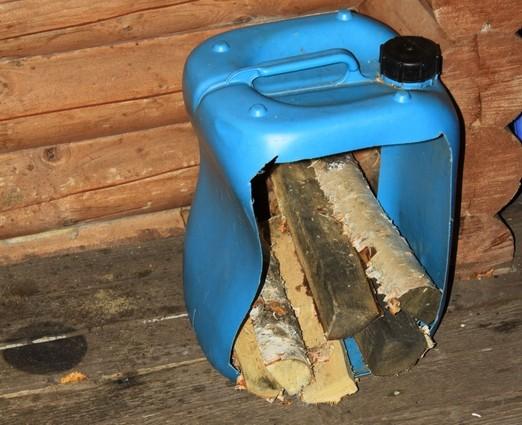 Переноска для дров из канистры