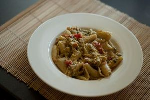 Pasta with tuna and tomatoes