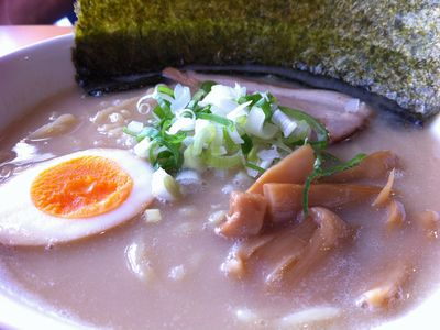 麺屋義次の「らーめん」のスープは中毒もの!!