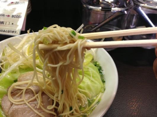 【柏崎】博多ラーメン「KAZU」の特とんらぁ麺2