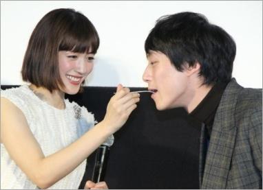 坂口健太郎と綾瀬はるか