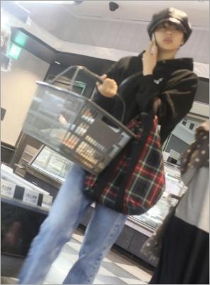 綾野剛とフライデーされた買い物中の佐久間由衣
