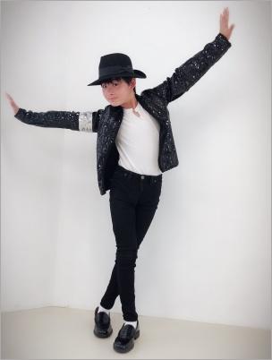 マイケルのポーズをするリキジャクソン